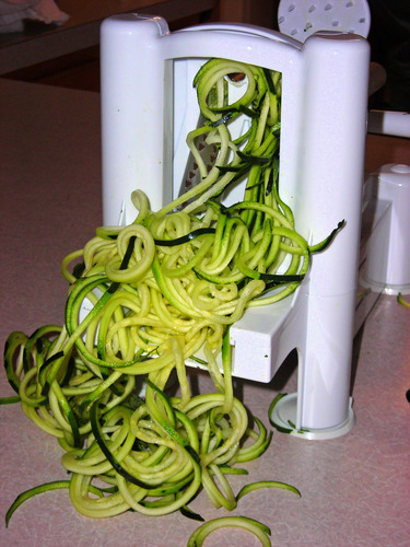 Spiral vegetable slicer in action