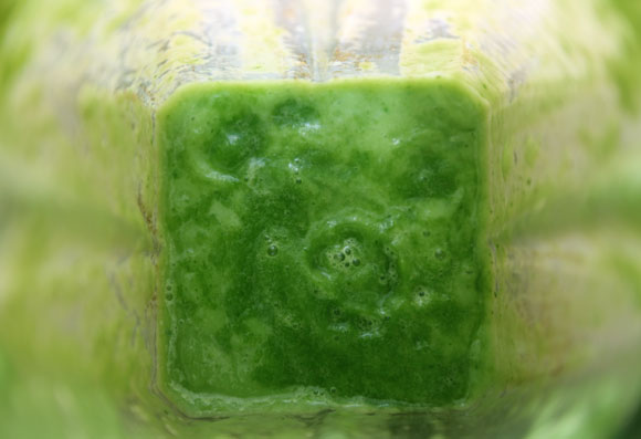 Inside my Vitamix: The making of green smoothie!